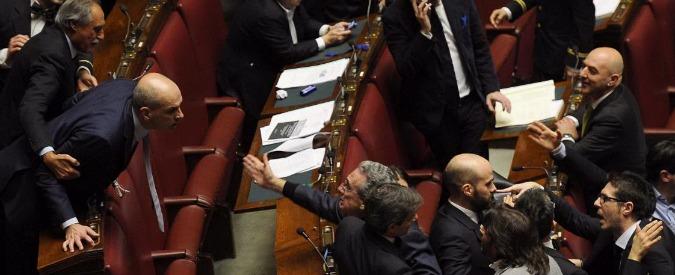 Riforma senato ok a seduta fiume m5s protesta rissa for Lavori parlamentari