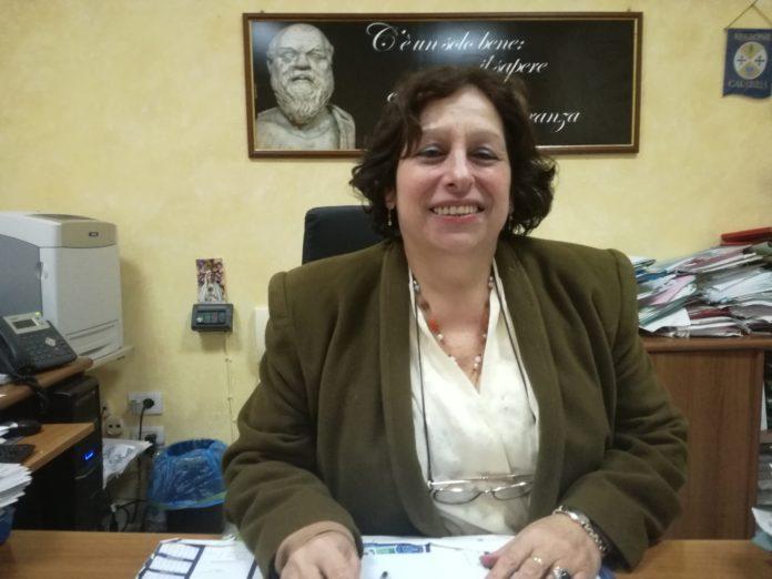 La-dirigente-scolastica-Carmela-Ciappina-696x522